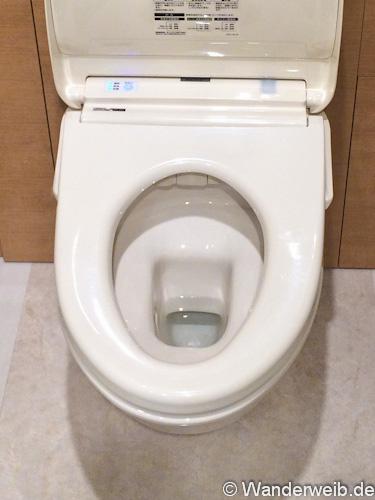 tipps wie du toiletten in japan benutzt und trotzdem trocken bleibst wanderweib. Black Bedroom Furniture Sets. Home Design Ideas