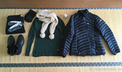 Eine Daunenjacke, ein Schal, Handschuhe und warme Schuhe solltest du nicht  vergessen. Der Dezember ist im Gegensatz zum Sommer sehr trocken, ... 88e10d7c98